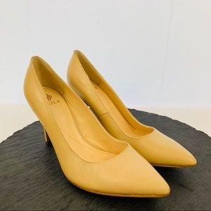 Isola women's nude leather heel size 8.5